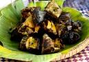 Otak-Otak: poisson cuit dans une feuille de palmier