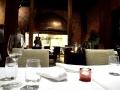 La salle du restaurant Nokka, avec cuisine vitrée