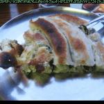 Cette portion de burek est farcie aux épinards et au fromage.
