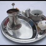 Le café turc, servi avec son marc.