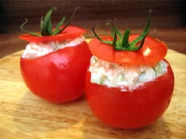 Tomates farcies au surimi et au concombre