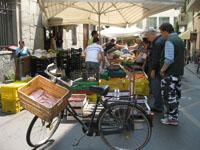 Le marché de la Via Verdi, le samedi.