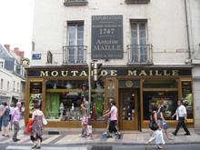 La boutique Maille, rue de la Liberté à Dijon, depuis 1845.