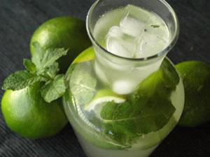 mojito sans alcool cocktail menthe et citron vert cookismo recettes saines et faciles. Black Bedroom Furniture Sets. Home Design Ideas