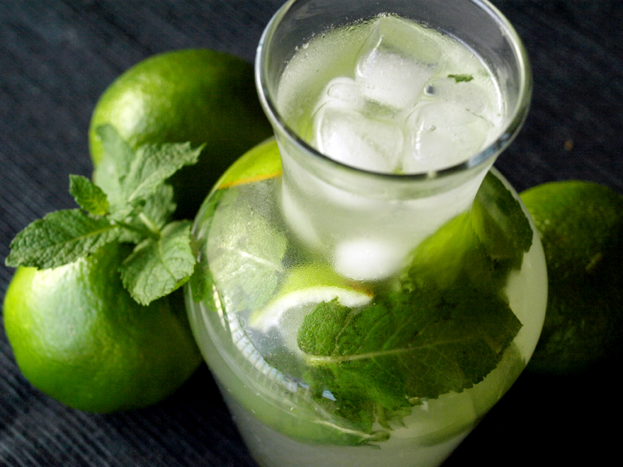 mojito sans alcool cocktail menthe et citron vert cookismo recettes saines faciles et. Black Bedroom Furniture Sets. Home Design Ideas