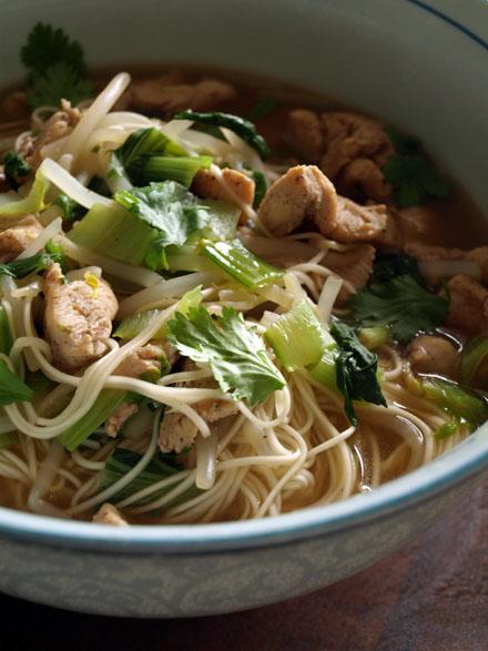 Ramen au poulet et pak cho cookismo recettes saines faciles et inventives - Cuisiner du choux chinois ...