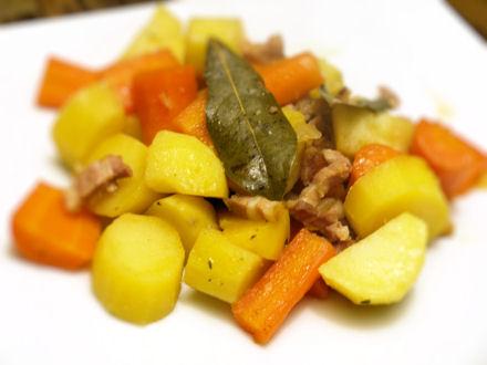 Poêlée campagnarde au lard, pommes de terre et carottes