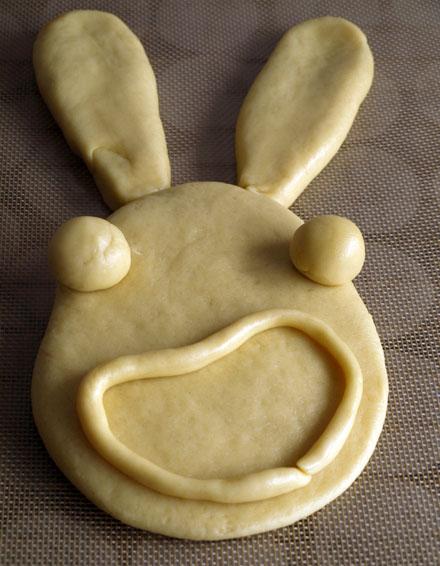 Brioche de Pâques du lapin crétin avant la cuisson