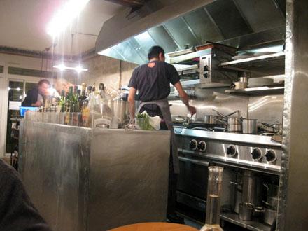 Restaurant japonais l abri paris 10e une adresse for Cuisine ouverte restaurant norme