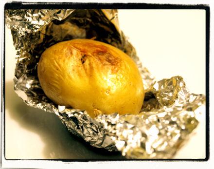 Pommes de terre cuites au four en papillote
