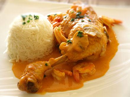 Mijoté de poulet aux crevettes, sauce tomate coco