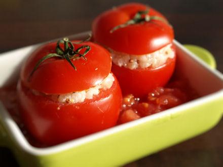 Tomates rondes farcies avant cuisson