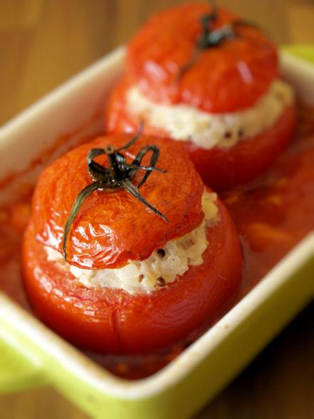 Tomates farcies au poulet et au riz