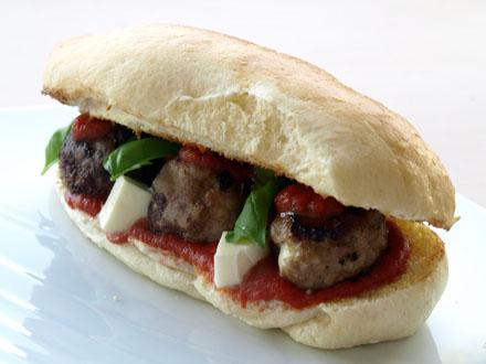Hot dog aux boulettes de viande