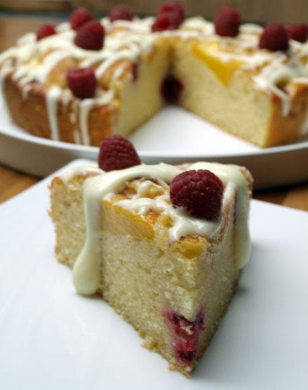 Gâteau framboises entamé