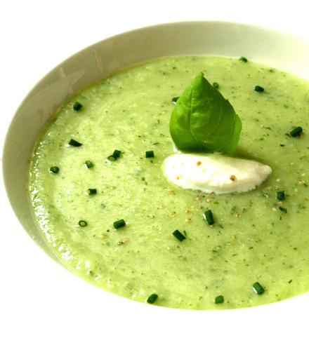 Soupe de courgette à l'ail et au basilic