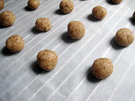 Boules amaretti avant cuisson