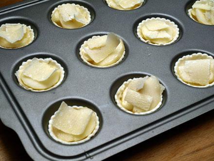 Feuilletés poire-parmesan avant cuisson
