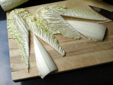 Soupe au chou chinois et son oeuf poch cookismo recettes saines faciles et inventives - Cuisiner du choux chinois ...