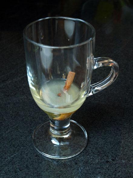 Préparation du grog au rhum