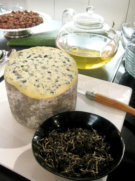 Fourme d'Ambert et thé blanc du Népal