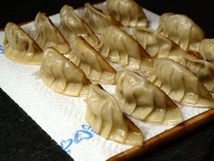 Gyozas cuits, côté verso