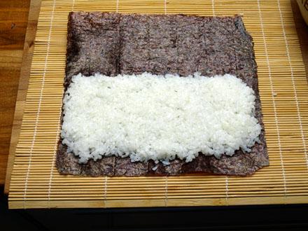 Riz à makis sur feuille de nori