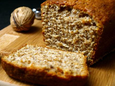 Cake aux noix tranché