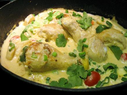 Cuisson du curry de poulet au lait de coco