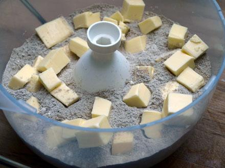 Intégration du beurre dans la pâte sans gluten