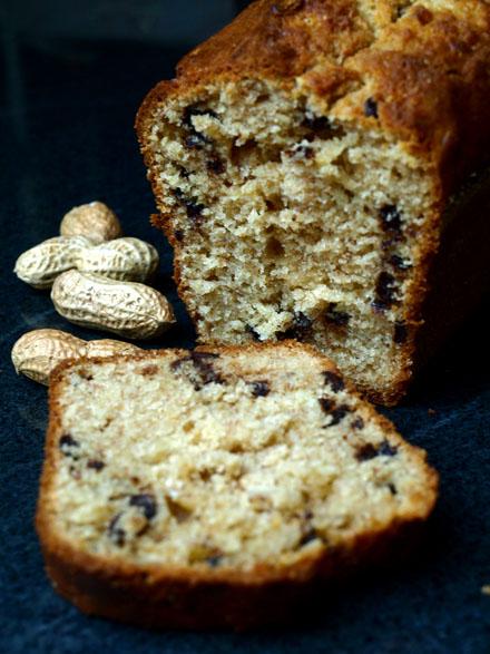 Cake à la banane, beurre de cacahuètes et chocolat