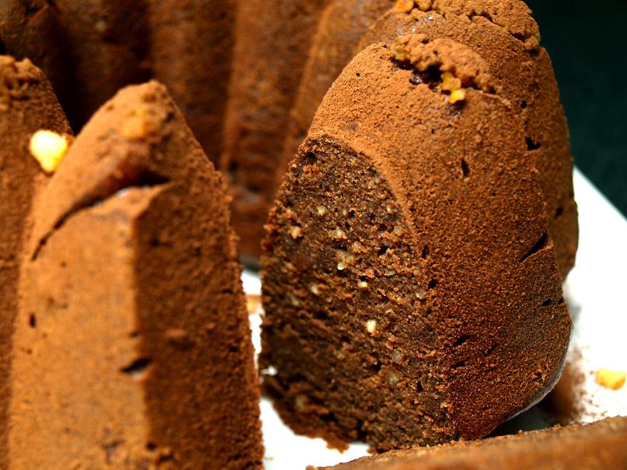 Tranches de gâteau moelleux choco-noisettes sans gluten