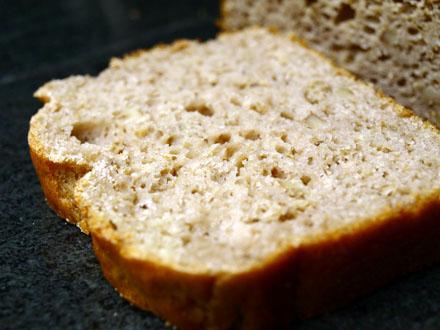 Tranches de pain sans gluten aux noix et farine de châtaigne