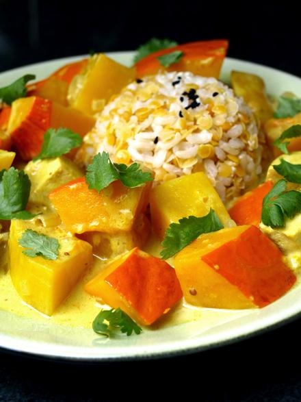 Curry de courge butternut et potimarron au lait de coco et tofu (veggie)