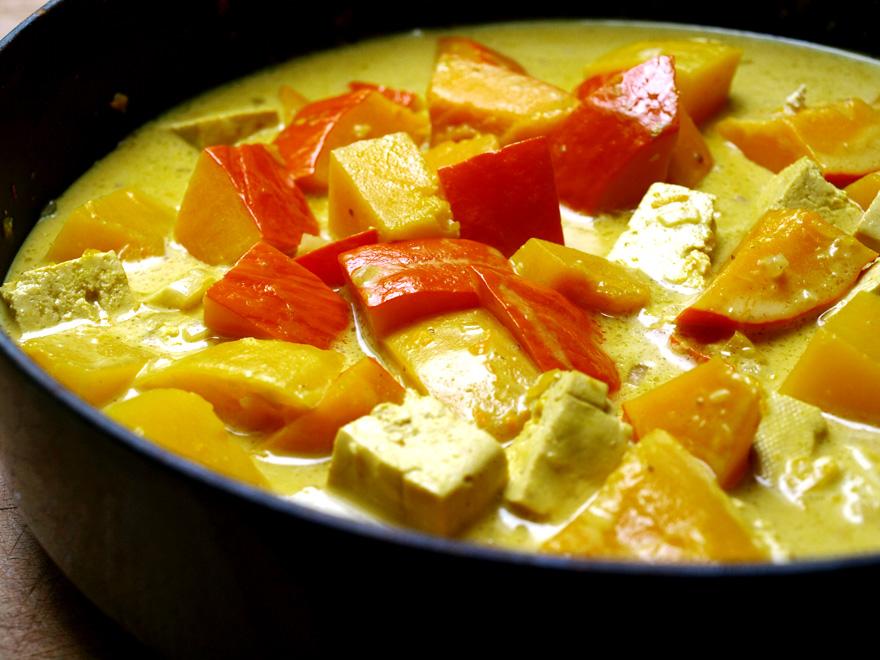 Mijotage du curry à la courge et au tofu