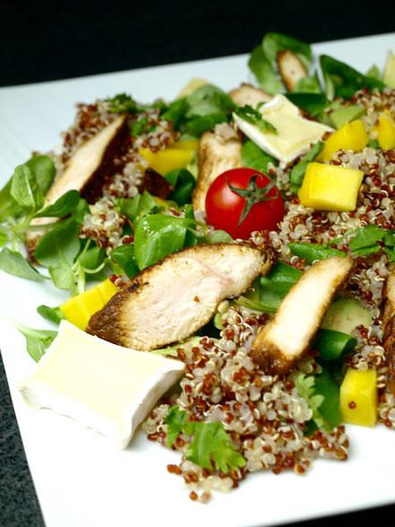 Salade de quinoa au poulet et à la mangue