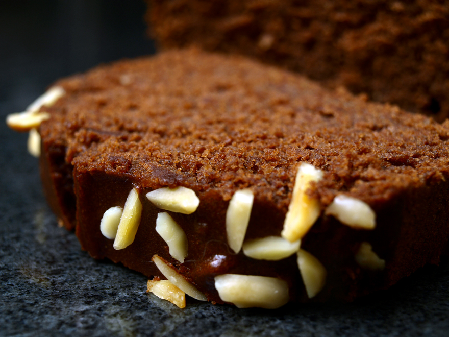 Tranche de cake chocolat-marron sans gluten