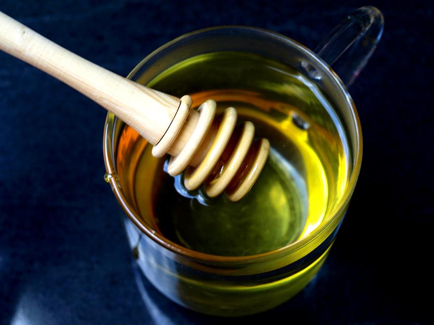 Miel dans infusion de sauge