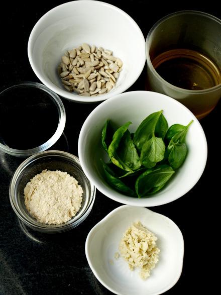 Ingrédients du pesto à l'açaï