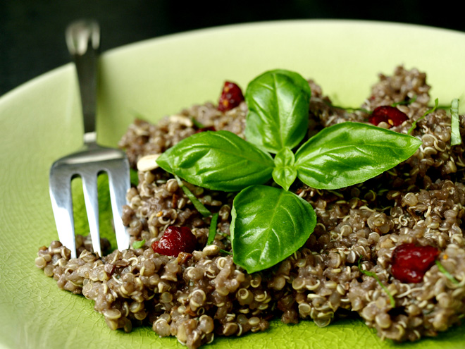 Quinoa sauce pesto à l'açaï