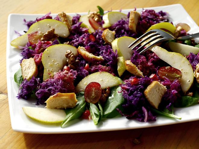 Salade automnale au chou rouge, poire, poulet et kasha