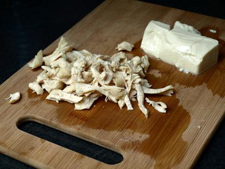 Poulet effiloché et tofu soyeux en dés
