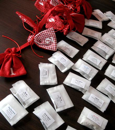 Sachets de thé prêts à être glissés dans le Calendrier de l'Avent