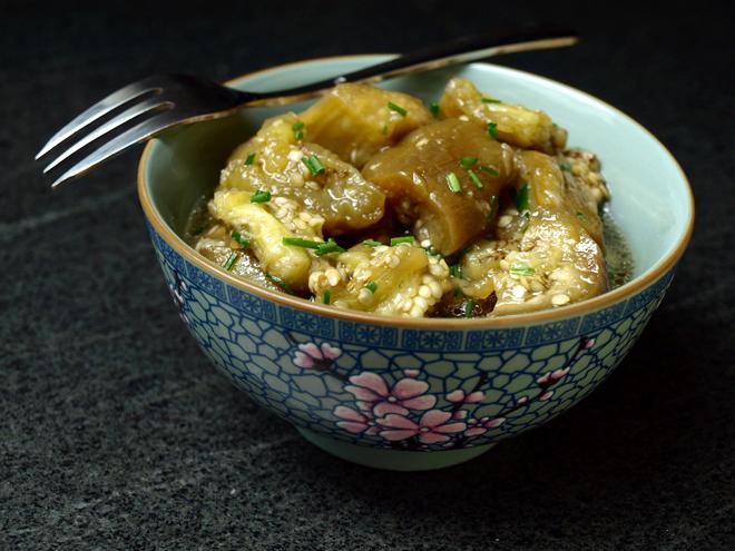 Salade d'aubergine vapeur au gingembre