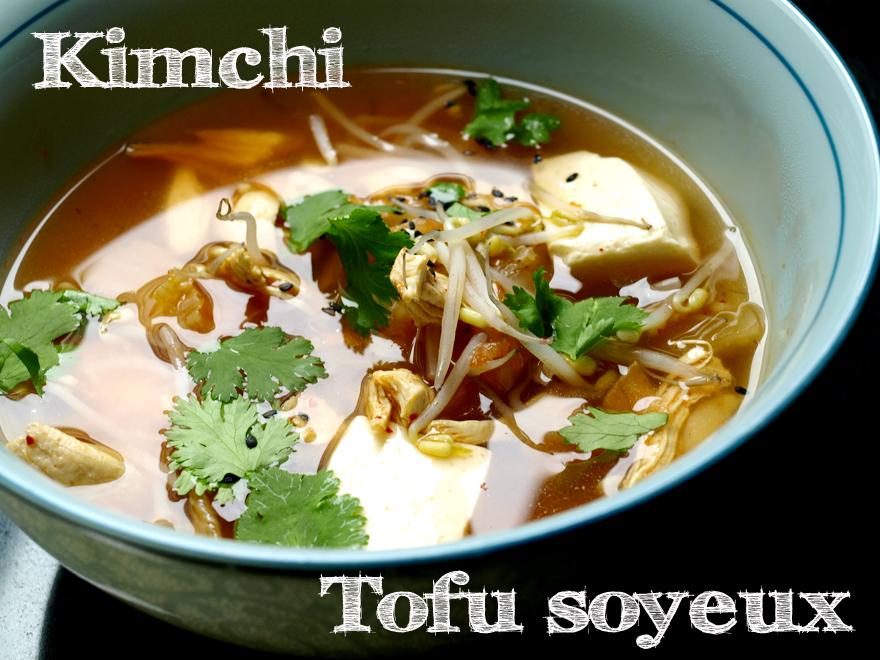 Soupe de kimchi (chou fermenté coréen) et tofu soyeux