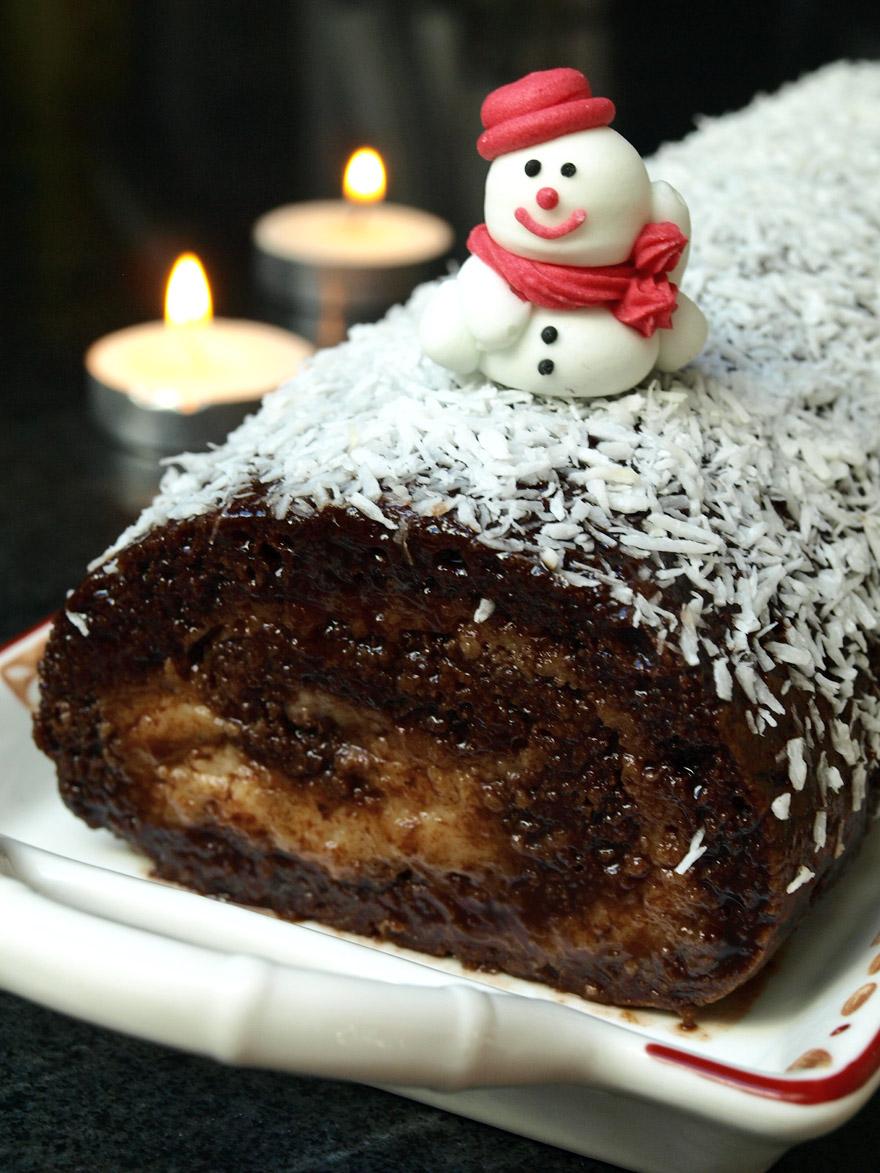 Bûche de Noël sans gluten, sans lactose, saveur poire, amande et chocolat