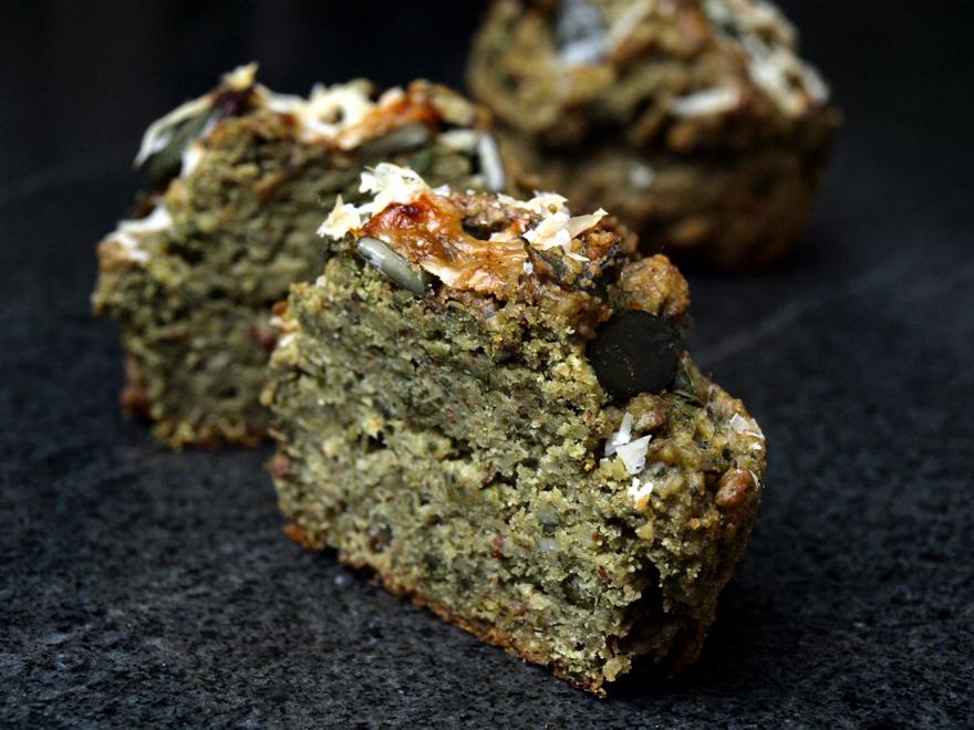 Muffins apéritifs sans gluten au chou kale et graines de courge