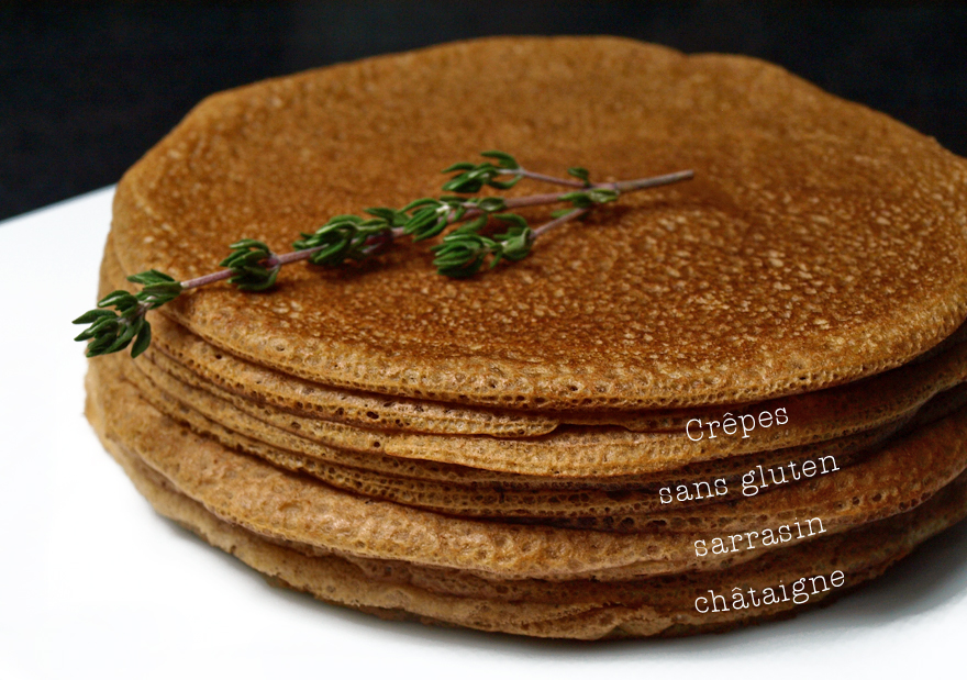 Pile de crêpes sans gluten à la farine de sarrasin et châtaigne