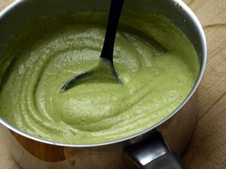Velouté de brocolis au lait d'amande