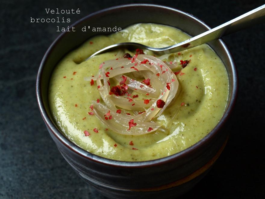 Velouté de brocoli au lait et crème d'amande